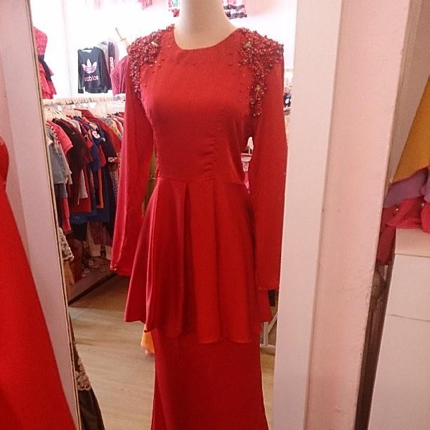Baju Kurung Peplum Manik Sutera Esklusif Red Color